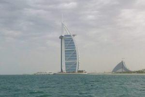 ペルシャ湾から見た「ブルジュアルアラブ」の景色