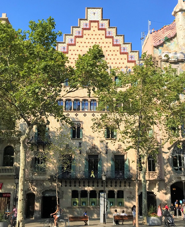 バルセロナのグラシア通りにある、「カサ アマトリェール 」の外観風景