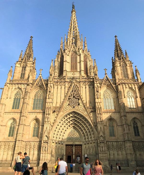 スペイン「バルセロナ」にある、ゴシック様式の大聖堂「カテドラル」