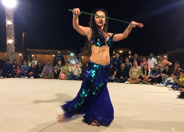 ベリーダンスショー「ドバイの砂漠ツアー」