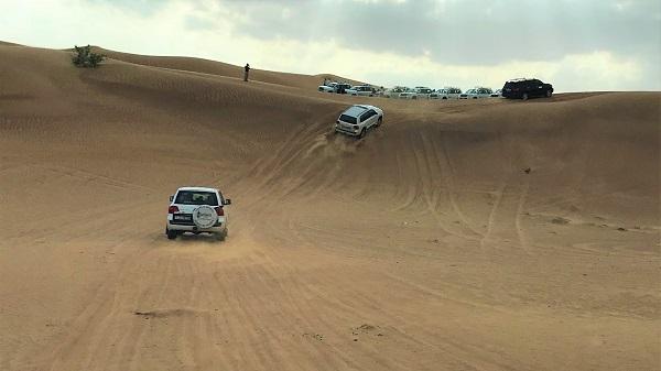 砂漠でのドライブ体験「ドバイの砂漠ツアー」