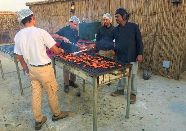 砂漠でのバーベキュー「ドバイの砂漠ツアー」