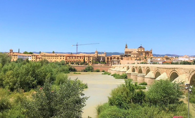 スペイン南部の「コルドバ」にある、「メスキータ」の外観風景