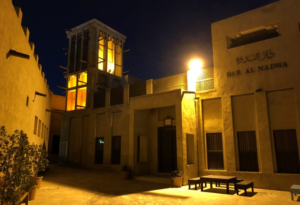 「オールドドバイ」にある「バスタキヤ地区」の夜風景