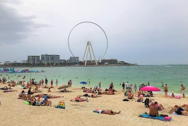 海水浴が楽しめる、ドバイマリーナの「ザビーチ」