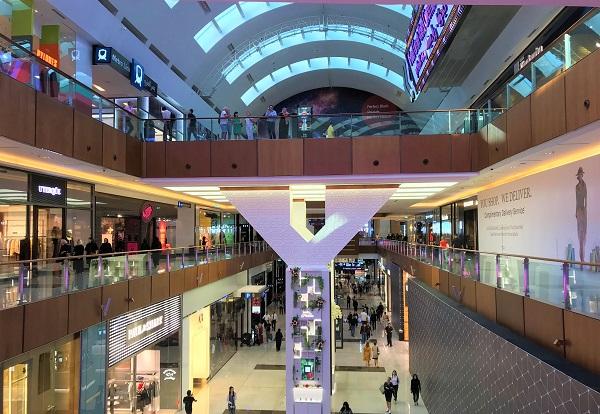 ドバイの巨大ショッピングモール「ドバイモール」