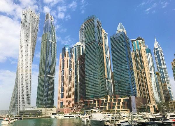 「ドバイマリーナ」高層ビル群の風景