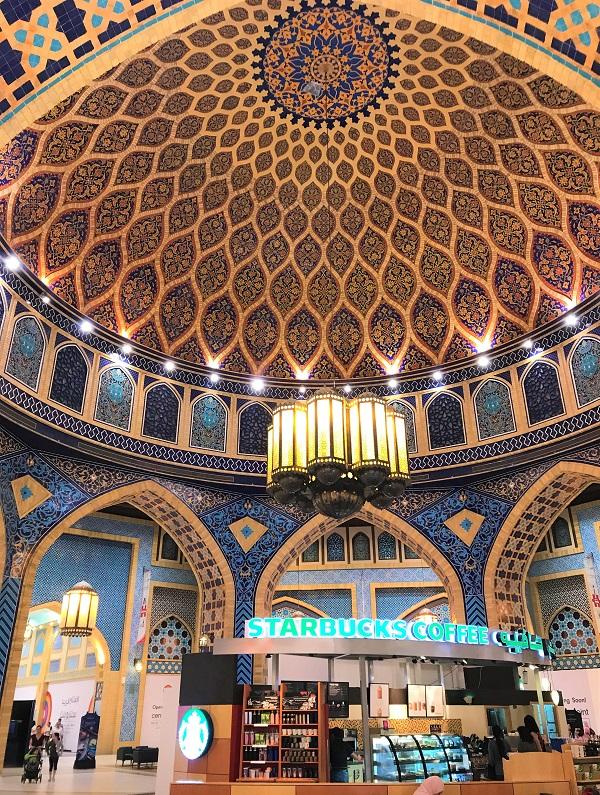 世界一美しい「イブンバットゥータモール」のスタバ