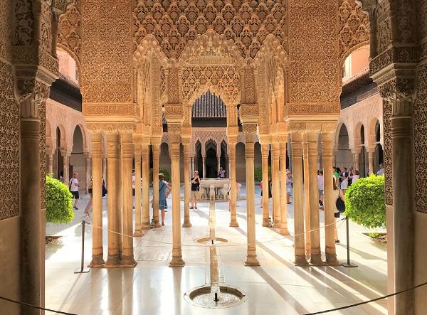 スペイン南部「アンダルシア地方」にある世界遺産、「アルハンブラ宮殿」の風景