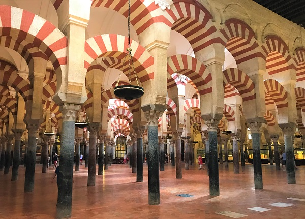 スペイン「アンダルシア地方」にある世界遺産、「メスキータ」の円柱