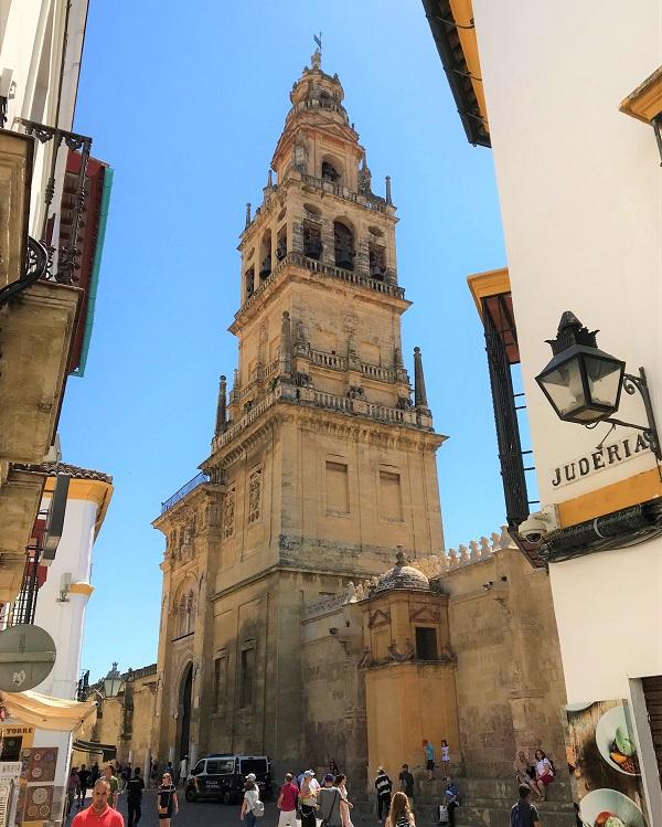 スペイン南部の「コルドバ」にある、「メスキータ」のミナレット