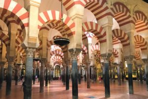 南スペイン「メスキータ」の馬蹄形アーチ