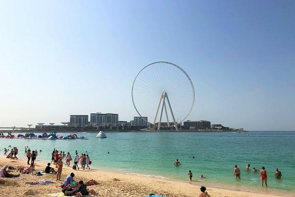 ジュメイラビーチから見える、世界で最も高い観覧車(ドバイアイ)