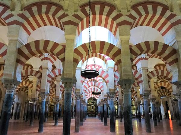 スペイン「コルドバ」の世界遺産、「メスキータ」の馬蹄形アーチ