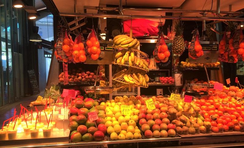 バルセロナ「ボケリア市場」のフルーツショップ