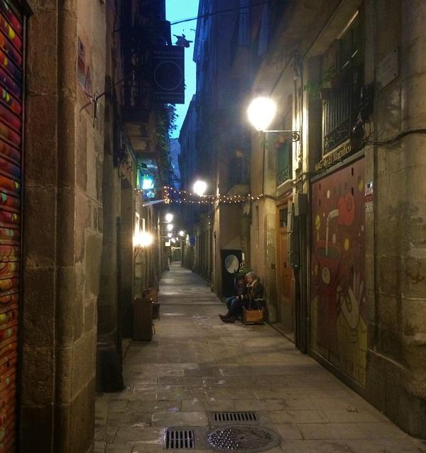 バルセロナ「ゴシック地区」の夜の風景