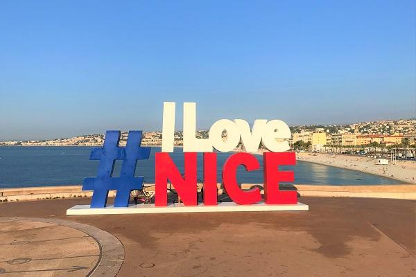 南フランス「ニース」にある、「I Love Nice」のモニュメント