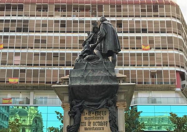 スペイン「グラナダ」にある、イサベル女王とコロンブスの像