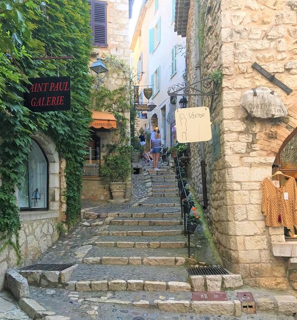 「南フランス」にある、中世の雰囲気と現代美術が楽しめる町「サンポール ド ヴァンス」